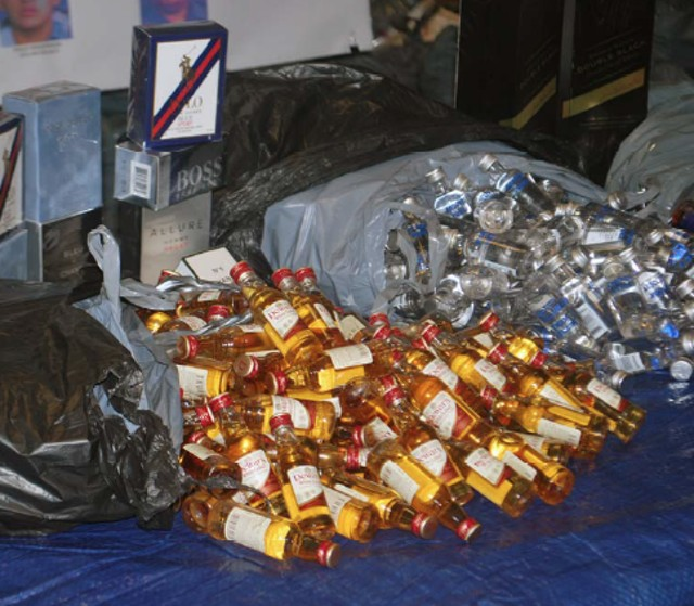 18 JFK Airport Workers Accused Of Stealing 100,000 Mini Liquor Bottles