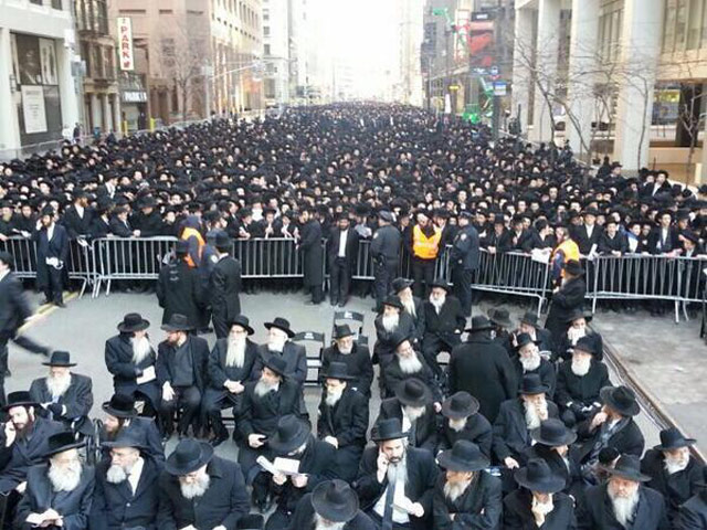 Photos: Thousands Of Orthodox Jews March In Lower Manhattan To Protest Israel Draft Law