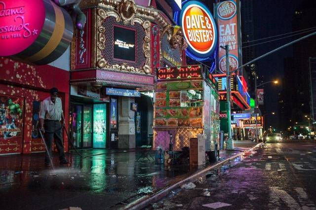 Here's What Times Square Looks Like Just Before Dawn
