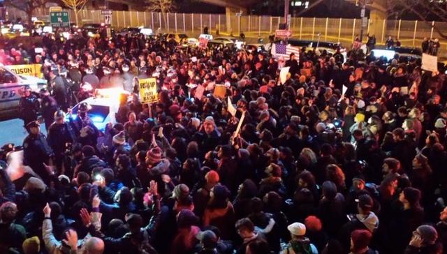 Photos, Videos: Protesters Block Traffic Around Manhattan After Eric Garner Decision