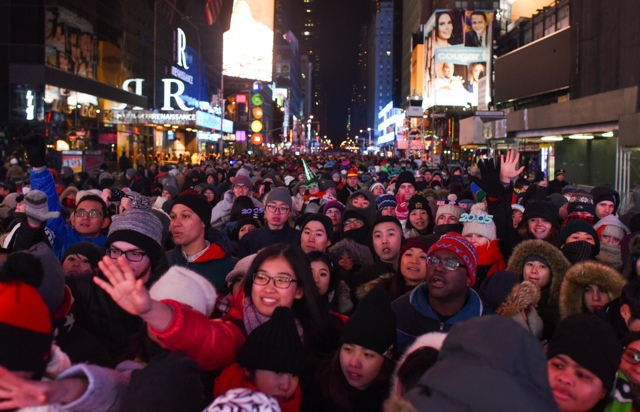Photos: Mayor De Blasio, Million Others Welcome 2015 From Times Square