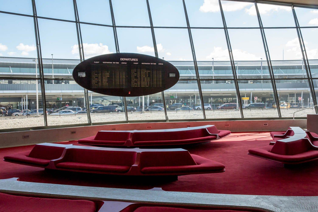 Photos: Inside The Empty 1960s TWA Building