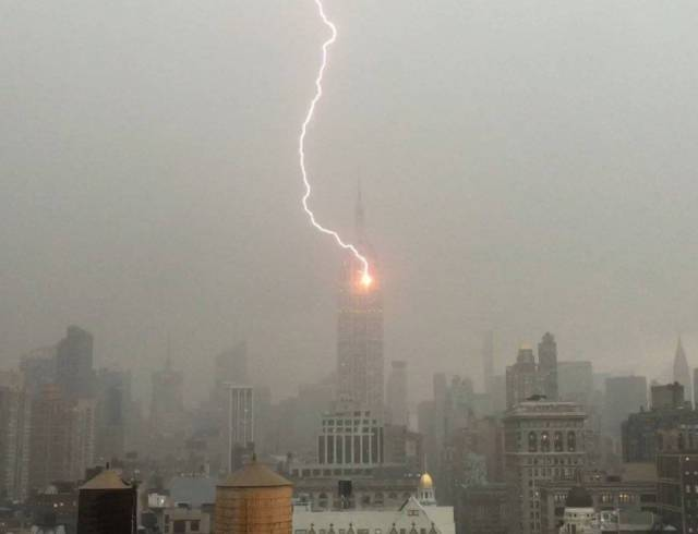 Video Shows The Empire State Building Get Struck By Lightning🌩