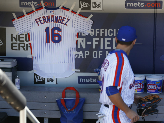 Mets Hang José Fernández Jersey In Dugout As Baseball World Mourns Tragic Death