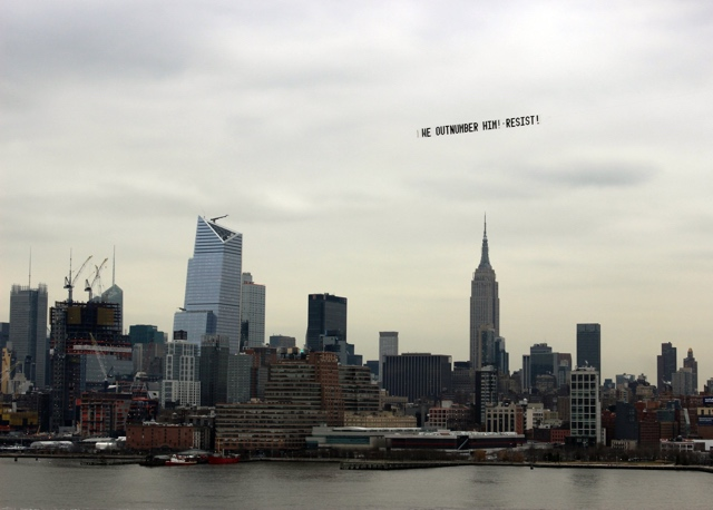 [UPDATE] Trump Protest Plane Flies By NYC: 'WE OUTNUMBER HIM! RESIST'