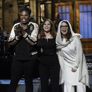 Photos, Videos: Felicity Jones Tackles First SNL Of 2017 With Visit From Tina Fey