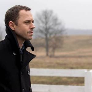 'Sneaky Pete' Is Worth Watching At A Normal Pace, Like The Old Days