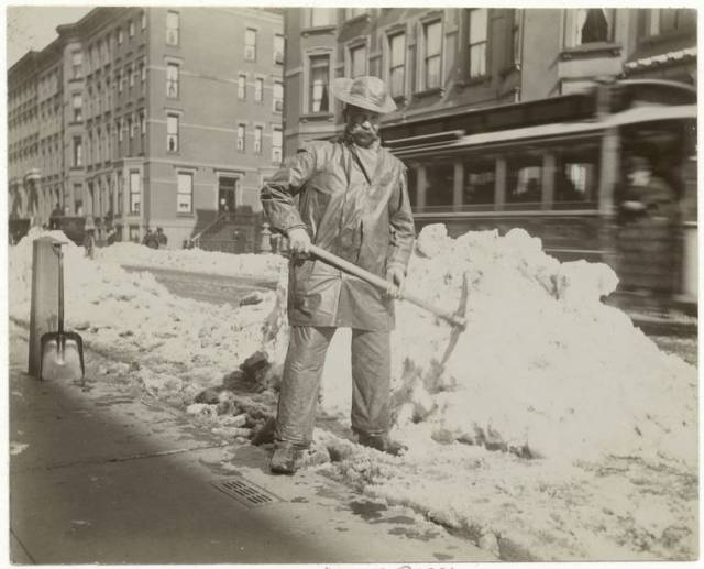 Photos: How NYC Dealt With Snow Removal Over 100 Years Ago