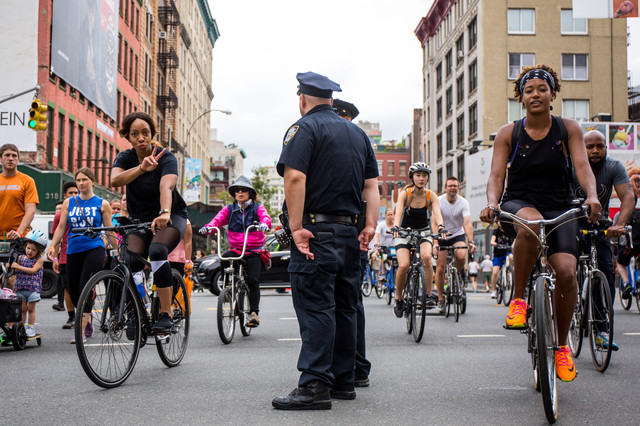 40 Photos Of NYers Enjoying Summer Streets And The Car-Free Paradise In Manhattan