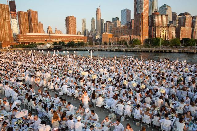 Dining Extravaganza Dîner En Blanc Returns On August 22nd