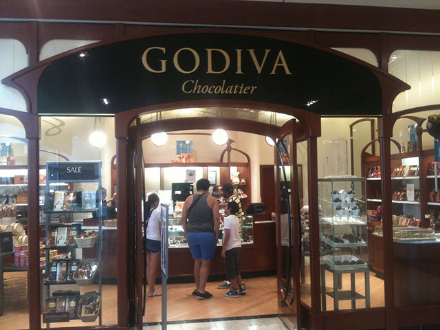 Video: Enraged Off-Duty NYPD Cop Arrested After Fight At Mall Godiva Store
