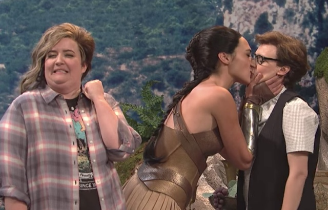 Gal Gadot Makes Out With Kate McKinnon During 'Saturday Night Live'