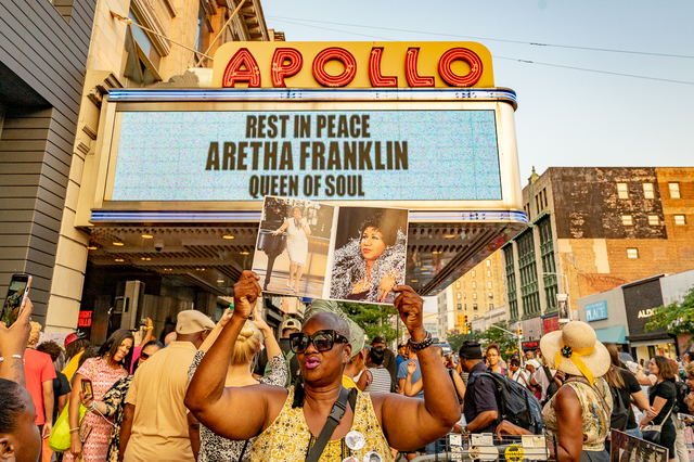 Photos: New Yorkers Gather At The Apollo Theater To Honor Legend Aretha Franklin