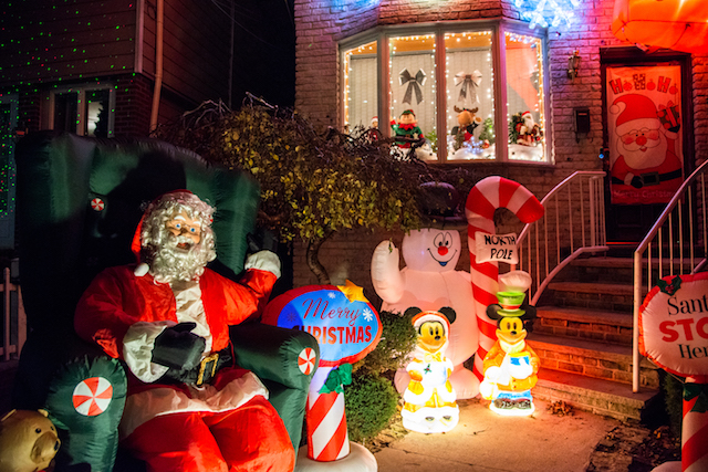 Take A Stroll Through The Dazzling Dyker Heights Christmas Lights