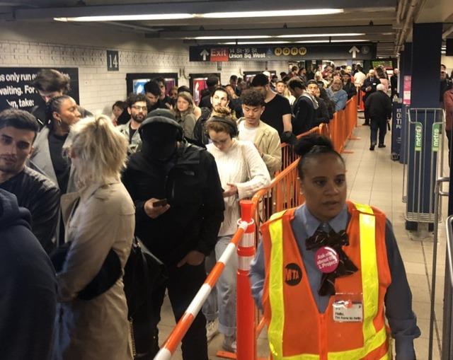 L Train Slowdown Begins With Broken Countdown Clocks, Hour-Long Waits - Gothamist