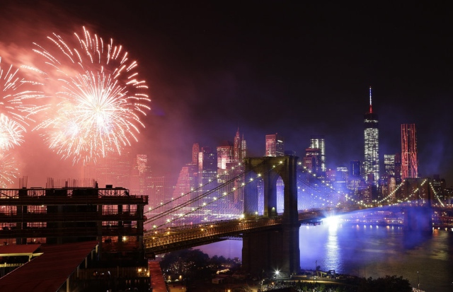 4th Of July Fireworks Return To Brooklyn Bridge Area This Year