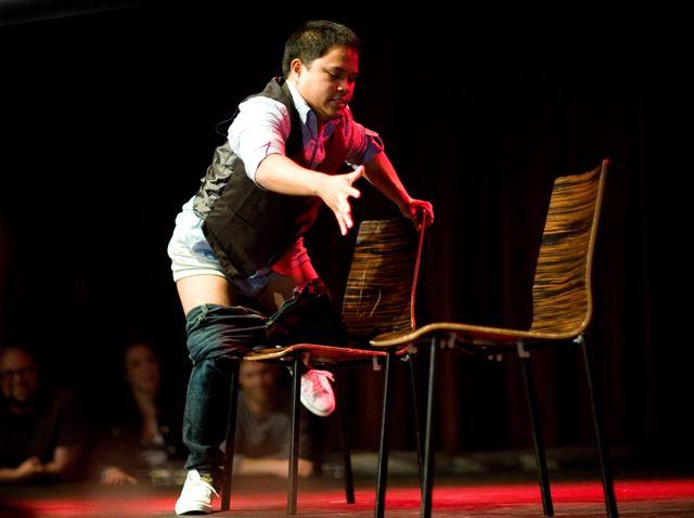 Vinnaren Brian Usher Arya knullar låtsaskompis.