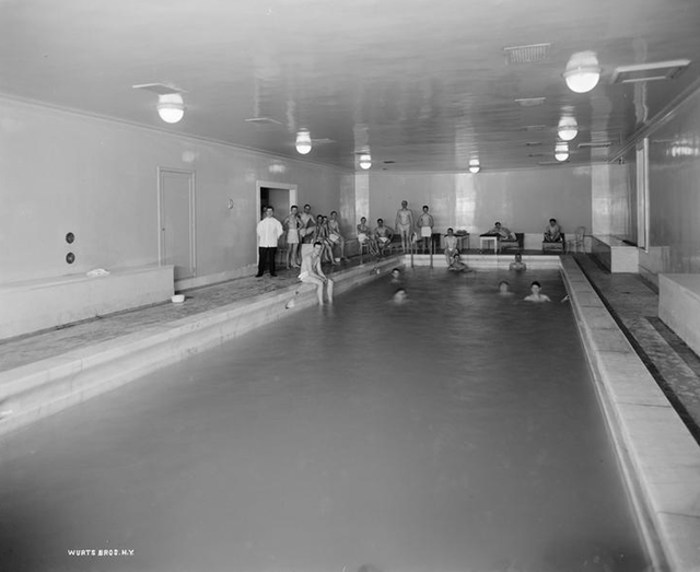 woolworthpool0413.jpg