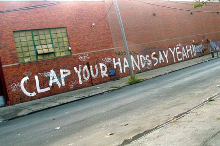 http://www.gothamist.com/attachments/jake/2005_9_clap.jpg