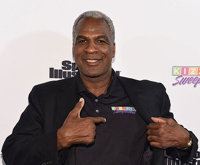 'Charles Oakley!' chant breaks out at Knicks game
