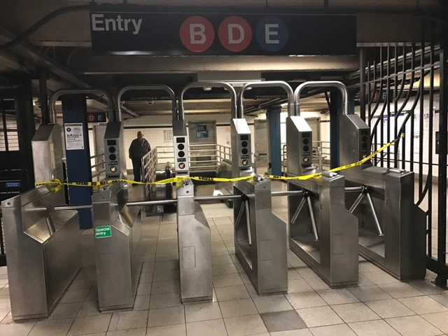 NY subway service inches back on; power outage cause unknown