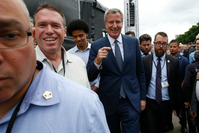 De Blasio Shows Support for Climate Deal, Protesters at G20 Summit