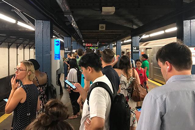 2018_12_subwaywait2.jpg