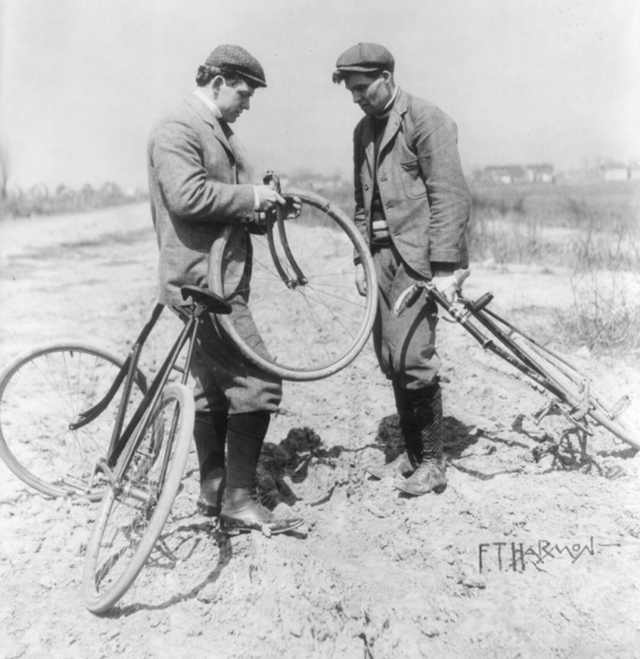 bikesonmuddyroad.jpg