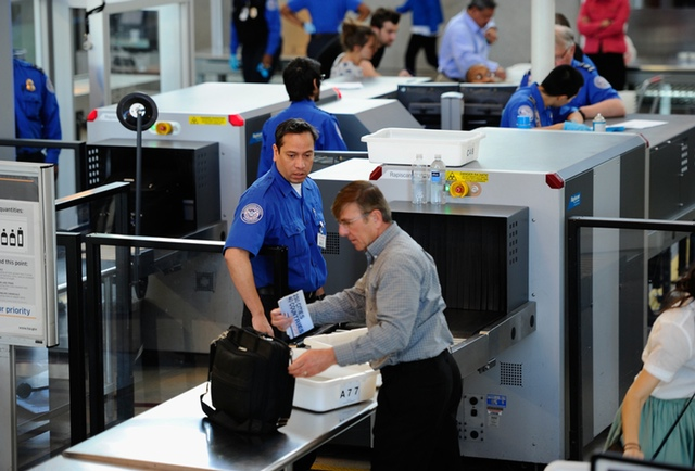 JFK Airport Security Lane Left Unattended By TSA